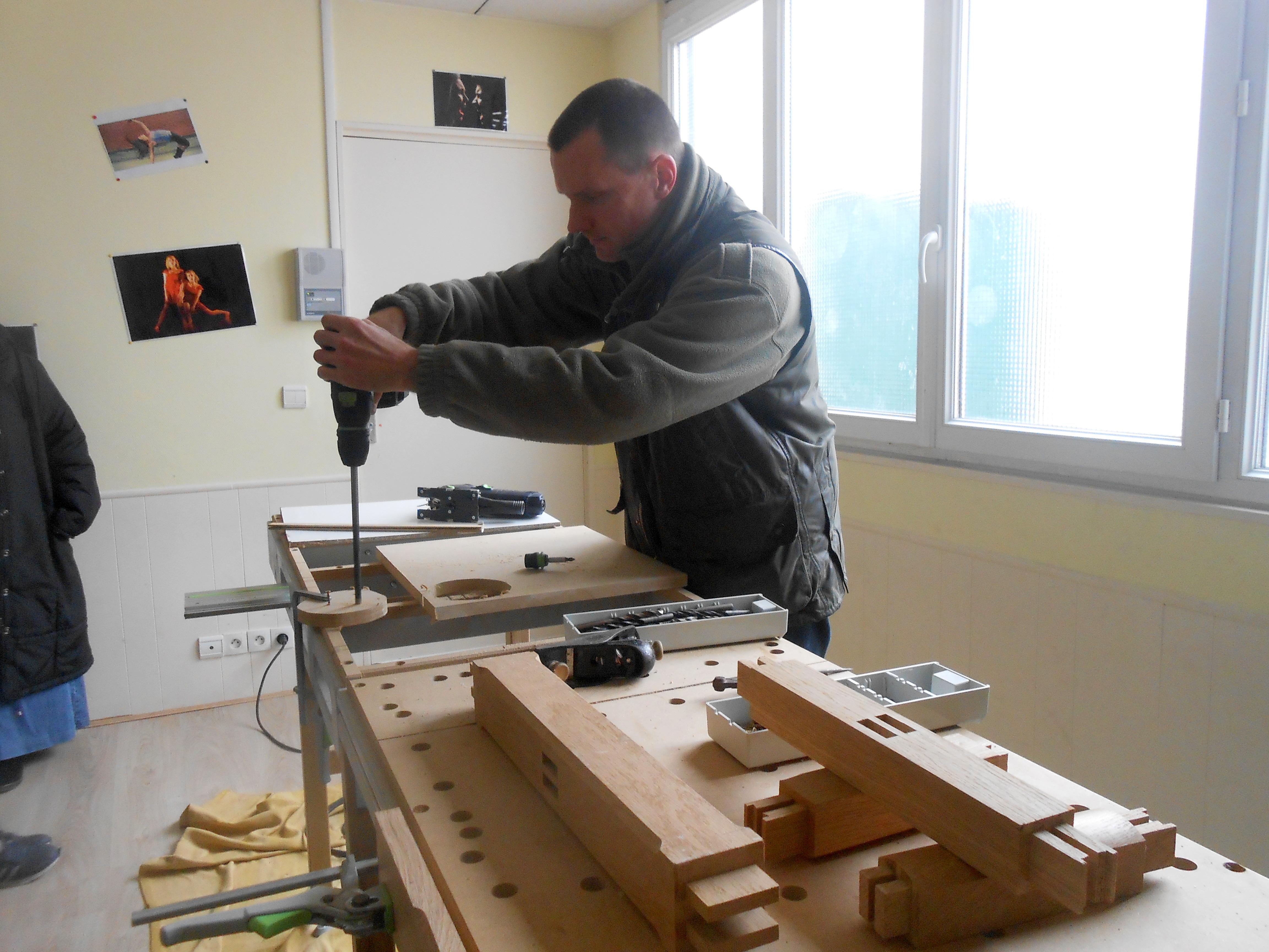 Ecole pier giorgio frassati atelier menuiserie le bois for Visser dans du bois